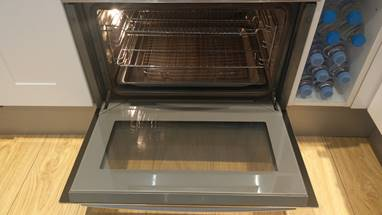 The Final Result: A Sparkling Clean Oven